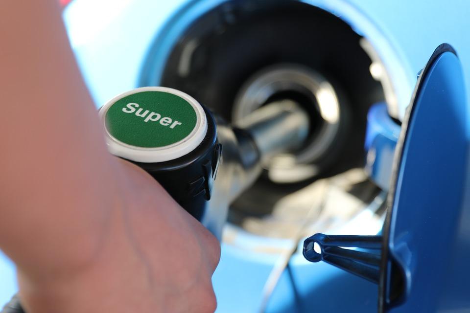 Aumento benzina automobili